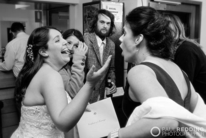 W837_277c-Twin Oval Function Centre Kingston Tasmania Wedding. Photography by Paul Redding, Creative wedding photography